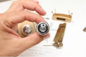 Locks-and-door-eyehole